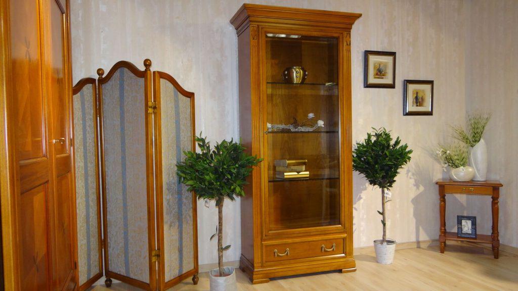 sammlervitrine in italienischen desgin der firma selva. Black Bedroom Furniture Sets. Home Design Ideas